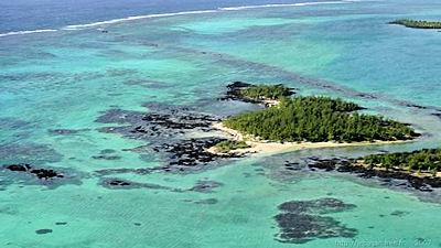 Vue du ciel de L'îlot Bernache avec Le Grand Bleu Patrick KARIA